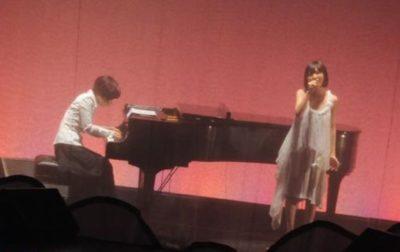 「トライアングラー」で共演する菅野よう子と坂本真綾in Zepp Tokyo 2008年