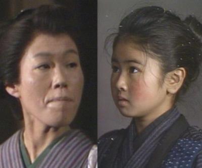 おしん(小林綾子)と奉公先の女中つね役の丸山裕子