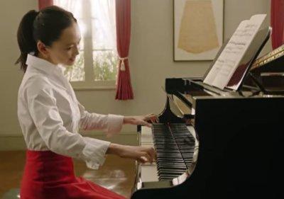 アコムCM永作博美ピアノ演奏たのしそう♪