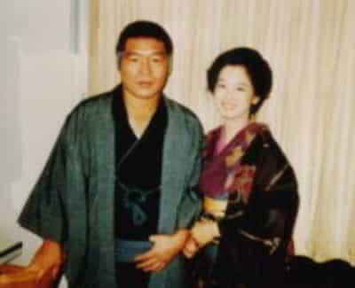 おしん役の田中裕子と中沢健役のガッツ石松