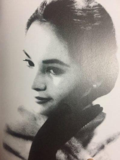 若い頃のデヴィ夫人のモデルのような写真