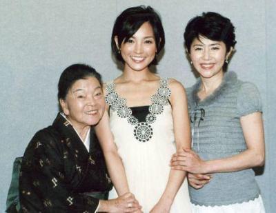 平良とみさん、国仲涼子さん、田中好子さん