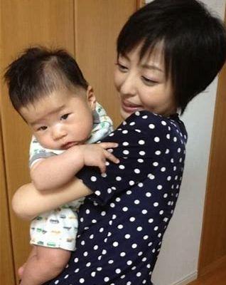 赤ちゃんと吉川麻衣子さん