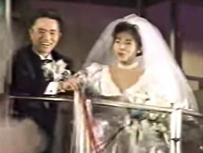 若い頃の浜田雅功さんと小川菜摘さんの結婚式ゴンドラ入場