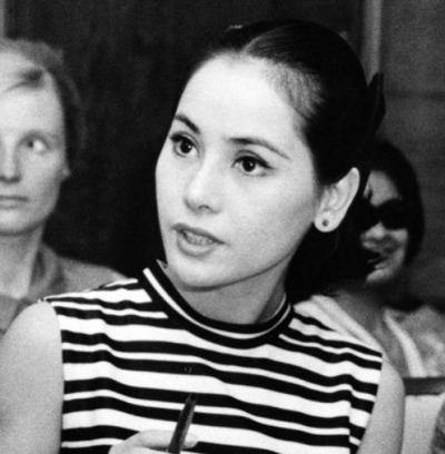 若い頃のデヴィ夫人の知的な表情