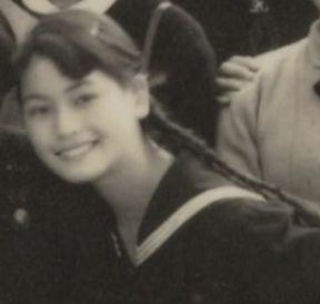 デヴィ夫人の若い頃の学生時代の写真