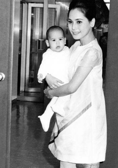 若い頃のカリナ出産後のデヴィ夫人