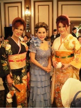 2010年石田純一結婚式でのデヴィ夫人と叶姉妹