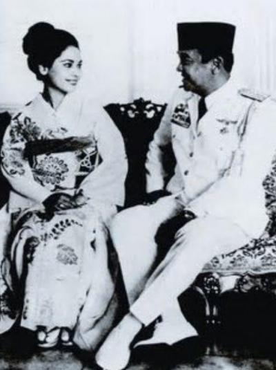 若い頃のデヴィ夫人とスカルノ元大統領の写真