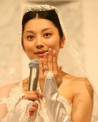 カッコいい花嫁さんの婚約指輪