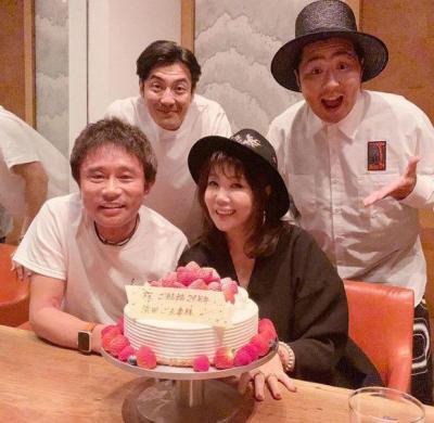 浜田雅功さんと小川菜摘さんの結婚記念写真29回目