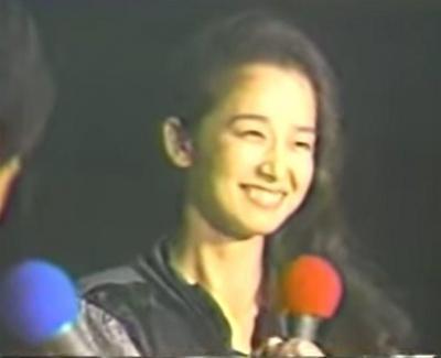 「あなたへの愛」を熱唱し笑顔の田中裕子さん