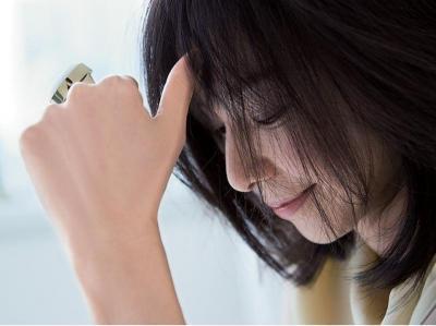 年齢を重ねてインタビューに答える山口智子さん