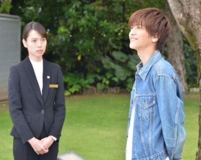 岩田剛典さんと戸田恵梨香さん