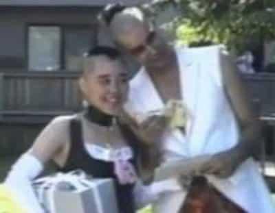 結婚式にハート型モヒカンをお揃いで披露した野沢直子と旦那・ボブ