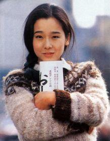 『おしん』の台本を持つ田中裕子さん