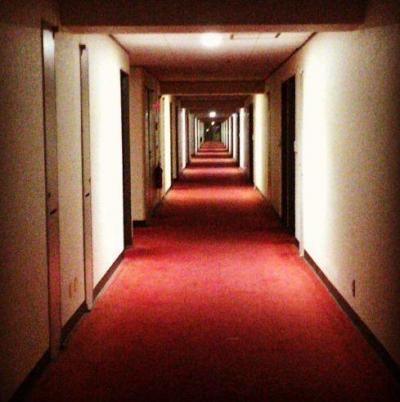 中野ブロードウェイマンション内廊下