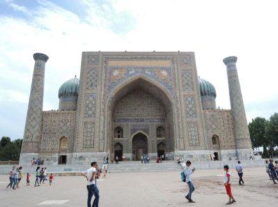 サマルカンドのレギスタン広場は世界遺産に登録されている